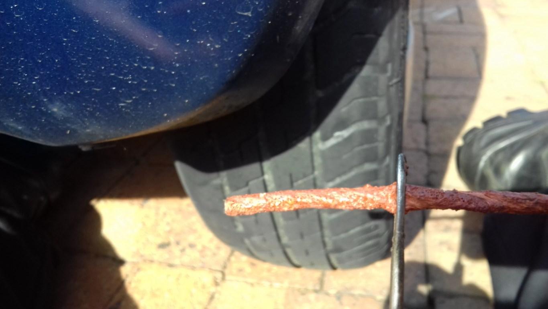 A sealing plug and tool